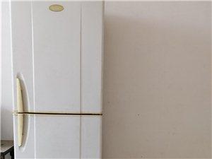 自己家用八成新容聲冰箱,使用狀況良好~制冷保鮮效果都是杠杠滴。 因搬家買了新的,閑置不用了給冰箱找...