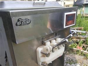 多喜爱冰淇淋一体机,现做现卖操作简单机子八成新有希要的老板可以面谈15879437260(骆)