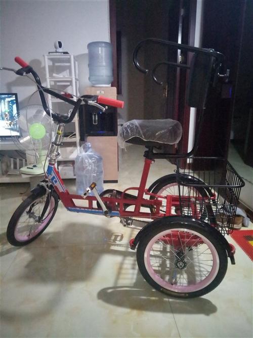 剛到貨一天沒騎的老人三輪自行車