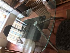 今有玻璃餐桌一个,九成新的低价处理 要的联系我