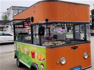 街景餐车  名牌餐车   三月购买 家中有事   转让    三米长  两米宽  空间大  内饰豪华