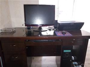 全套办公桌,办公椅,办公电脑,打印机,影音低价处理了