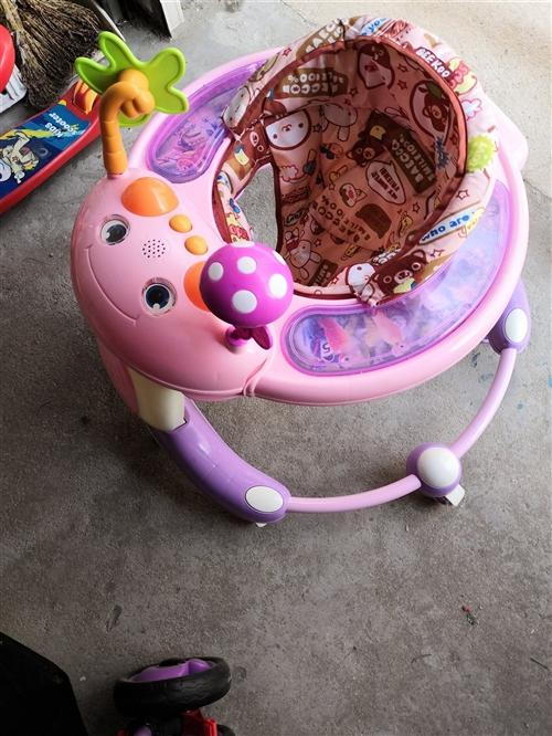 嬰兒車和學步車兩個買時500,用了2、3次,現用不著了,低價出售,非誠勿擾。