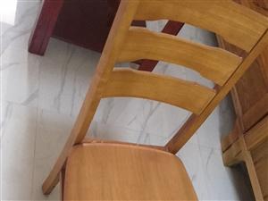 餐桌加四把椅子 木桌和椅子一套 一��桌子和4把椅子,全新,不包�],需要的自提,�I的�r候花�M1200元...