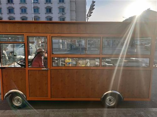 餐车出售,用了一个月,九成新,适合做早餐,烧烤,小炒,关东煮,接手可营业,非诚勿扰,价格合适就开走!