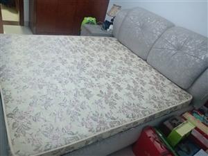 转让软包床1米八乘两米,带床垫带两个床头柜,两张床是一样的,每张500元,青州自提可小刀,电话139...