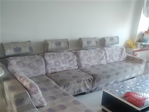 因为房子出售,沙发床出售,沙发套子取了有八成新!看品相给价格哦!