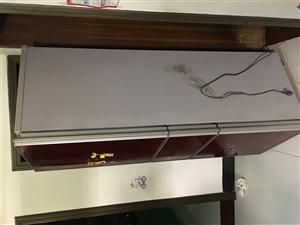 出售一��冰箱TCL牌的,�可以用的,我家�Q了一��新冰箱,就把�@���f的�u了,有需要的完全可以�I去用的,...
