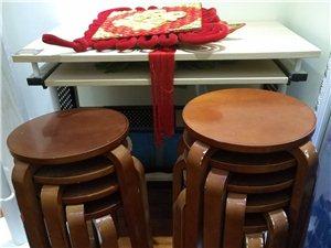 实木圆凳十张,没地方放,九成新,优惠出售