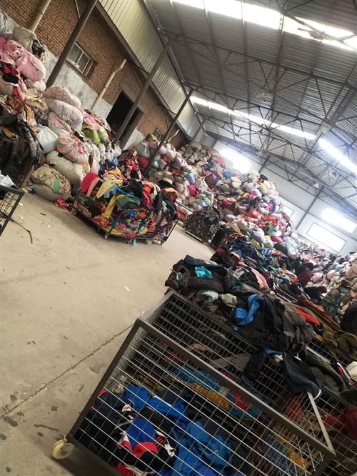 【陜西安和家環保集團】是一家專業從事高價回收各種廢舊衣物,什么面料都可統統高價回收。風險小、門檻低、...