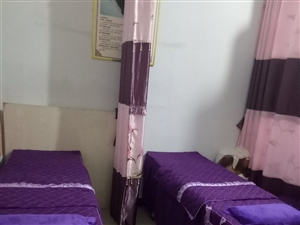 ���按摩床,四��足��椅,一��展示柜,九成新,有需要的可�钨I,�r格面�h