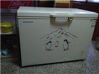 有两个九成新的全铜管冰柜出售,价格面议,联系方式:683637。