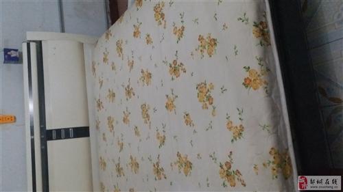 搬家了處理兩張床,都帶床墊,大床1.8~2,400元小床1~2.180元非誠勿擾
