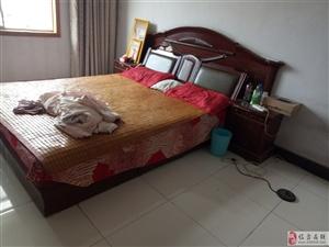 由于搬家,一些家具闲置,1.8大床带床垫,掌上明珠实木椅子一套,掌上明珠四开门衣柜,联系电话1585...