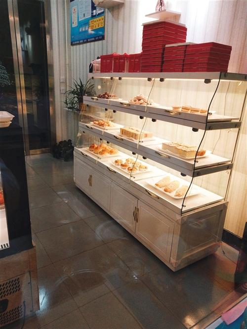 合陽西新街對面,出售面包貨架。八成新,上下三層。賠錢甩賣,800帶走。帶儲物柜。由于本人去外地發展。...