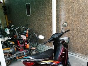 本田摩托车,闲置出售,里程两万七,都是原装,只换过化油器,电子打火冬天很好用,(电池都刚换过)