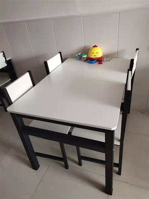 用了半个月的桌椅