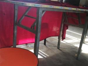折叠桌15元一张,一共6张,圆凳5块一个,一共36个,打包出售,