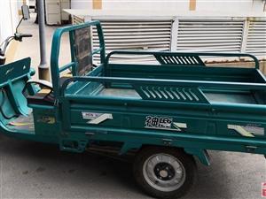自家用电动三轮车,电机有力,电瓶充满能跑八十里路,车斗大使用方便顺手。
