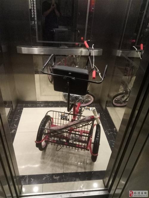 一天没骑的老人三轮车能进电梯