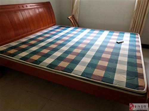 2018年所夠的實木床,和新的一樣,1.8*2米的,想換張小床,所以想賣掉,買時1800