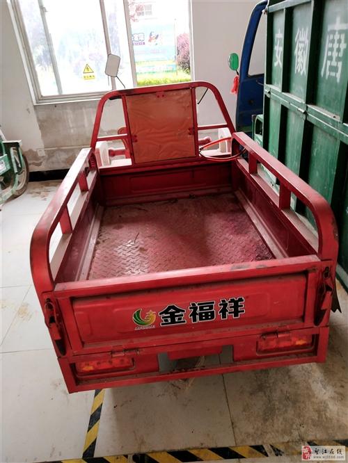 出售二手三轮电动车,买时三千多,现折价出售。