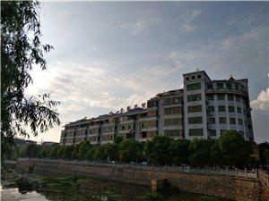 龙翔广场公寓楼1室 1厅 1卫950元/月