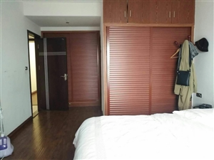 五岳广场4室 2厅 2卫73.8万元证件齐全