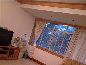 东桥工行背后一楼,不动产旁边3室 2厅 1卫900元/月