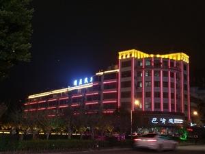 龙翔广场广场东路同益汽车楼上公寓楼1室 1厅 1卫1000元/月