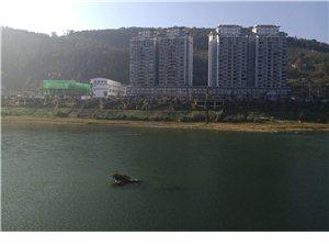滨河印象3室  2卫、4室2卫,3300元买江景房