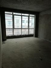 金龙居业3室 2厅 2卫28万元