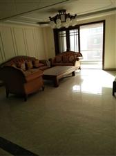 华泰威尼斯230平米叠拼,精装未住5室 230万元