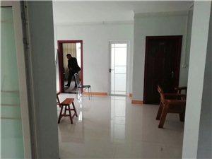 七里河畔3室 2厅 2卫185万元