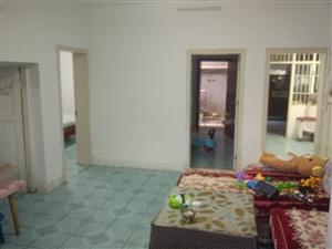 老公路段宿舍一楼4室 1厅 2卫48万元