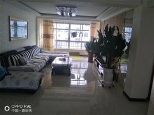 润泽园小区三室两厅50万元