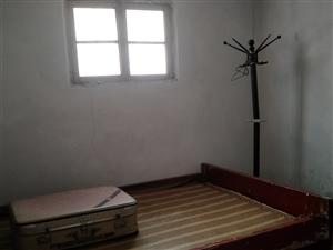滨河新城附近3室 1厅 1卫4500元/年