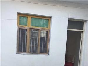一中对面4室 1厅 1卫9000元/月