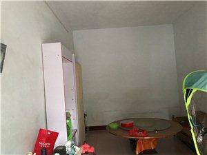 四小附近3室 1厅 1卫8000元/年