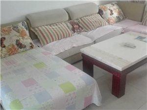 全套全新家具樊寨花园3室 1厅 1卫1300元/月