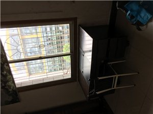 12号楼对面。3室 1厅 1卫300元/月