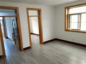 �蚬河小区4楼客厅带窗,76平精装修宽敞3室带小房48.5万