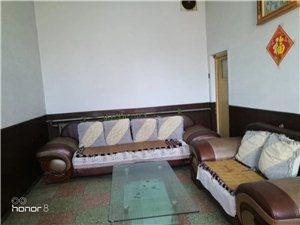 东南关3室 2厅 1卫375元/月天然气取暖,家具