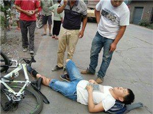 双田镇黄岭小学一名学生被拖车挂倒了