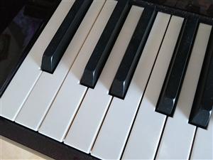 诚心出售99成新钢琴