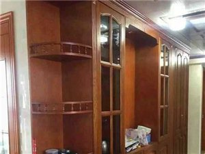 各種高、中檔櫥柜、 衣柜、移門等。