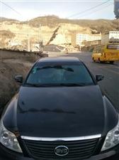 比亚迪F6黑色小轿车