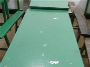 低价处理电脑桌,书柜,电脑椅各一张,塑料凳及学生双