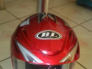 一顶全新骑跨式两轮摩托车冬用红色头盔诚心让利转让