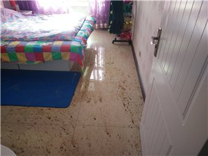 瓜州麗水家園回家兩天衛生間漏成屎連洞